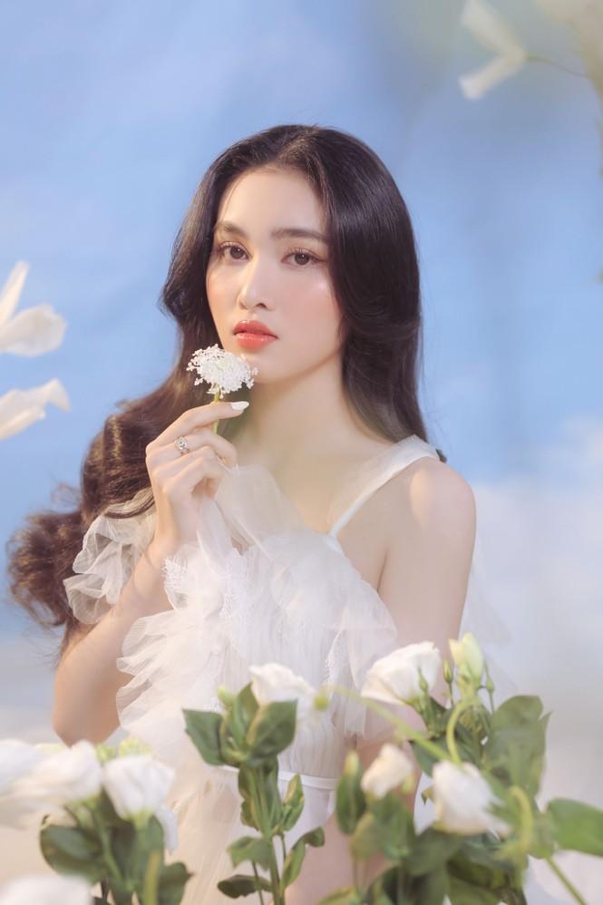 Người đẹp Hồng Nhung khoe vẻ đẹp hút hồn trong bộ ảnh đón năm mới - ảnh 10