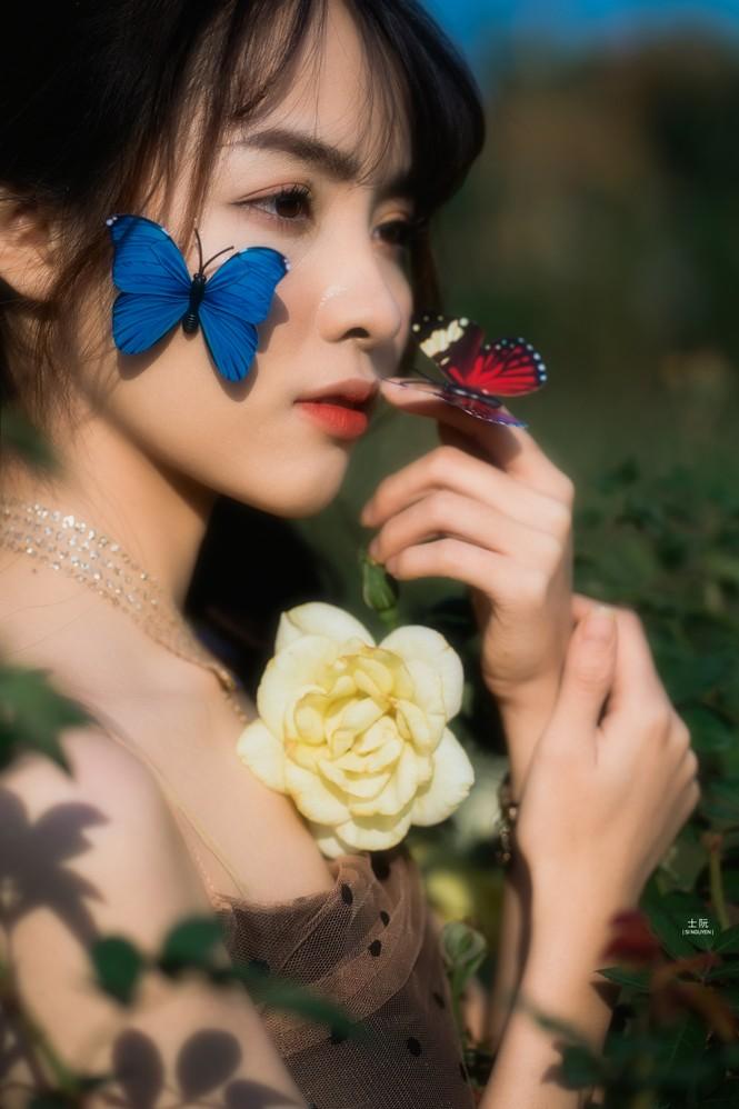 Nữ sinh Bách khoa hóa công chúa mơ màng giữa rừng hoa - ảnh 4