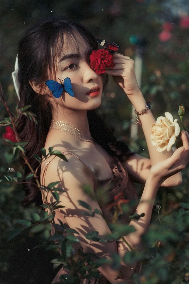 Nữ sinh Bách khoa hóa công chúa mơ màng giữa rừng hoa - ảnh 6