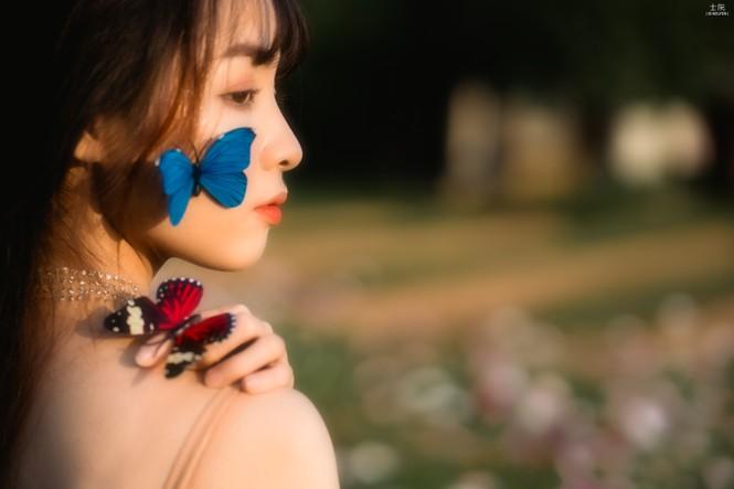 Nữ sinh Bách khoa hóa công chúa mơ màng giữa rừng hoa - ảnh 8
