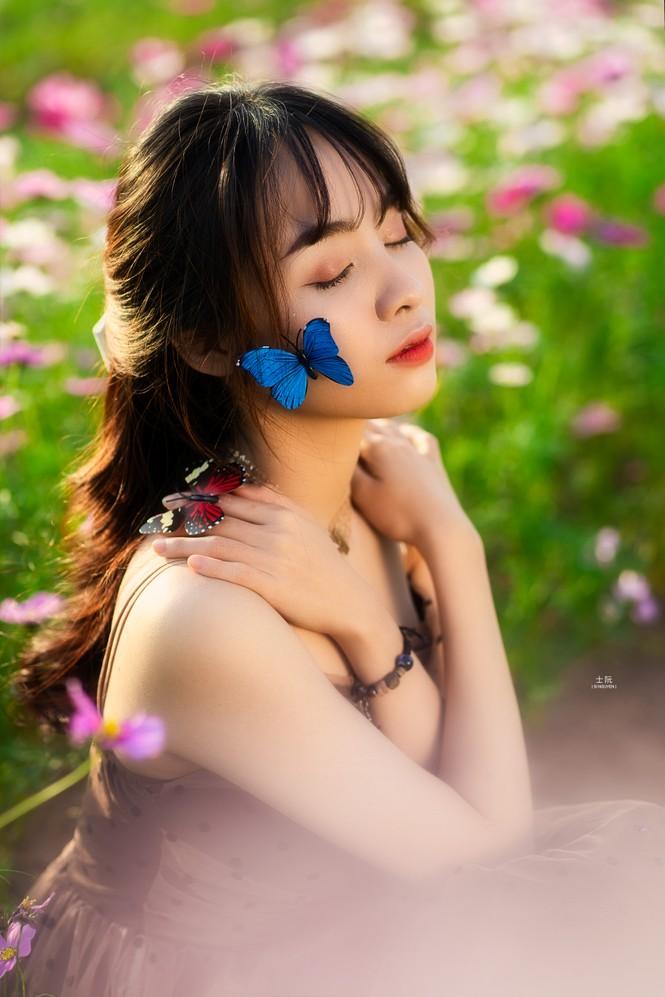 Nữ sinh Bách khoa hóa công chúa mơ màng giữa rừng hoa - ảnh 5