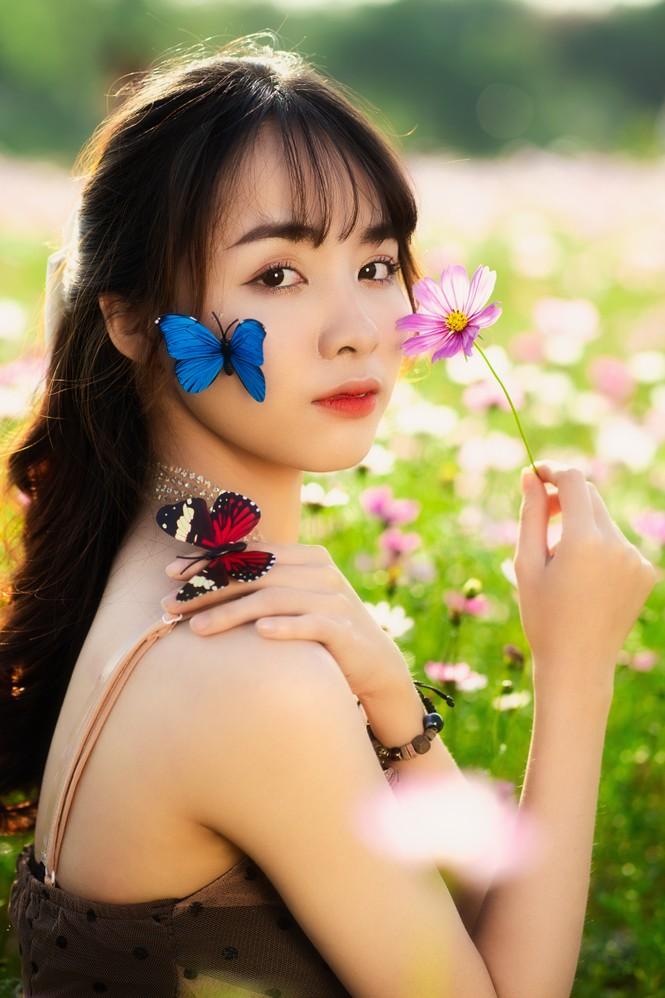Nữ sinh Bách khoa hóa công chúa mơ màng giữa rừng hoa - ảnh 10