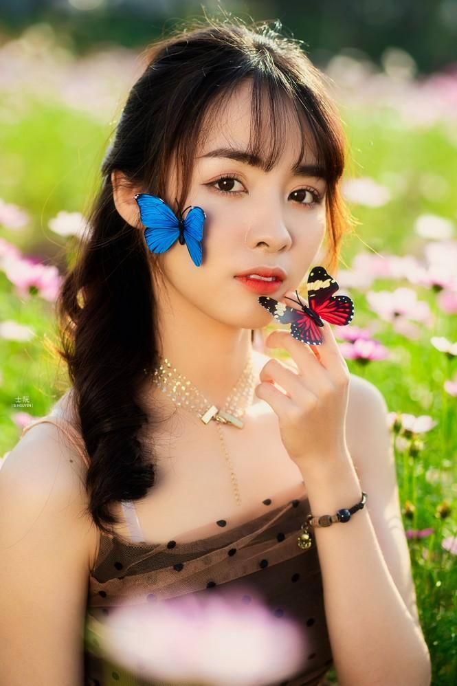 Nữ sinh Bách khoa hóa công chúa mơ màng giữa rừng hoa - ảnh 11