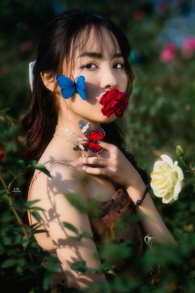 Nữ sinh Bách khoa hóa công chúa mơ màng giữa rừng hoa - ảnh 3