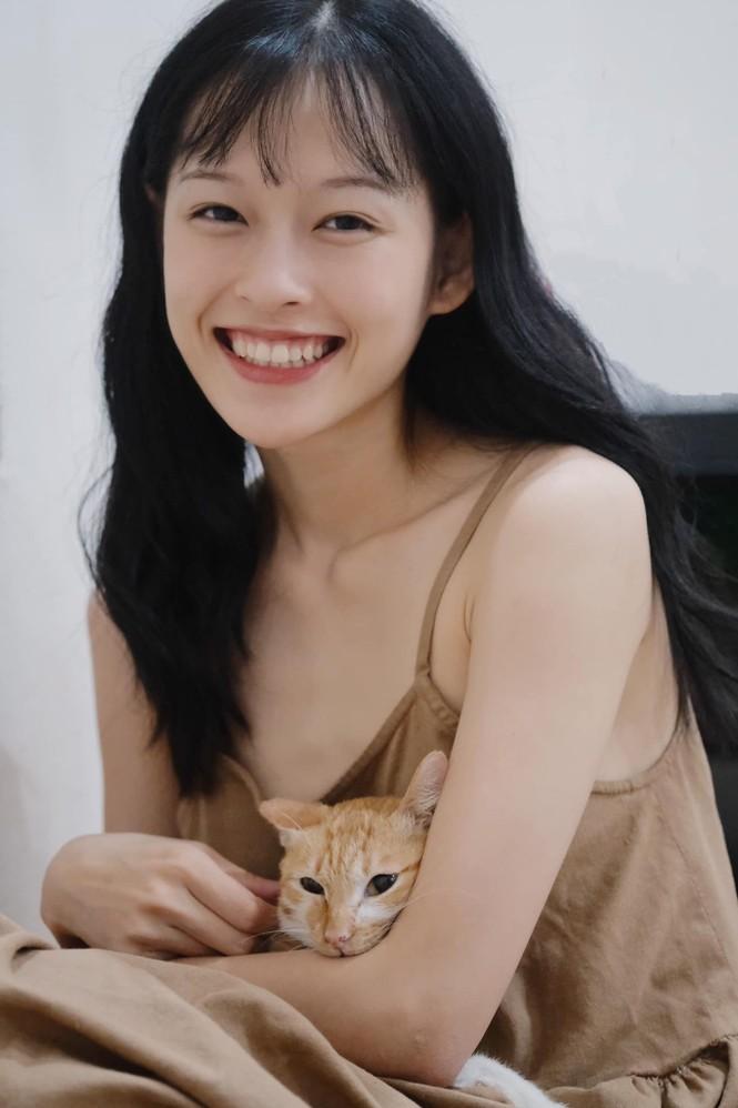Nữ chính trong MV mới của Erik được netizen săn lùng bởi gương mặt đẹp tựa hoa đán - ảnh 9