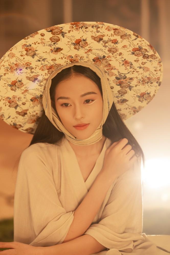 Nữ chính trong MV mới của Erik được netizen săn lùng bởi gương mặt đẹp tựa hoa đán - ảnh 1