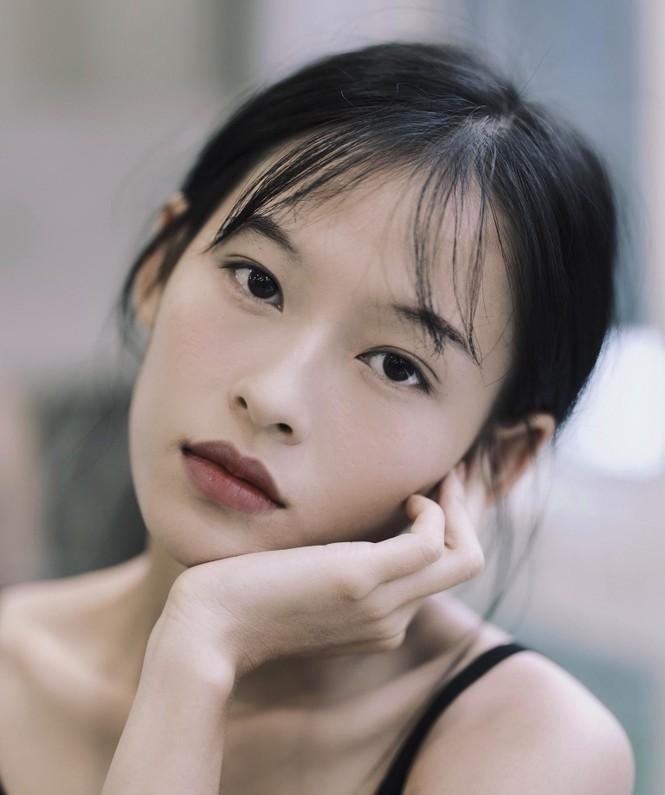 Nữ chính trong MV mới của Erik được netizen săn lùng bởi gương mặt đẹp tựa hoa đán - ảnh 17