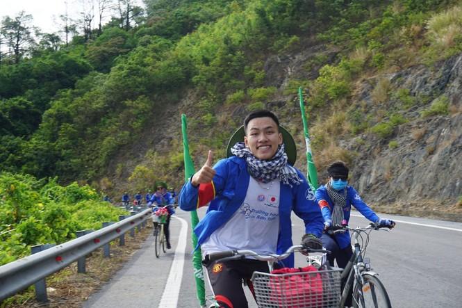 Tâm sự của một cựu Sao tháng Giêng đạp xe xuyên Việt được kết nạp Đảng tại trường đại học - ảnh 2