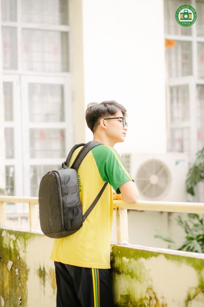 """Nam sinh Học viện Nông nghiệp hóa """"tiểu thịt tươi"""" trong đồng phục trường - ảnh 8"""