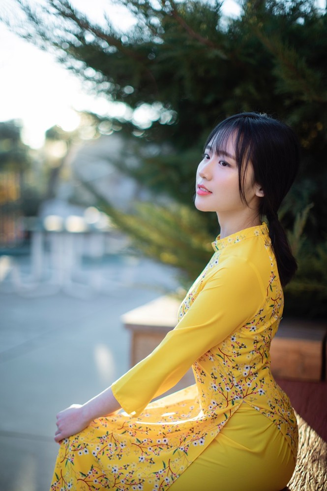 Rực rỡ sắc vàng với bộ ảnh áo dài Việt Nam đón Tết của du học sinh tại Mỹ - ảnh 11