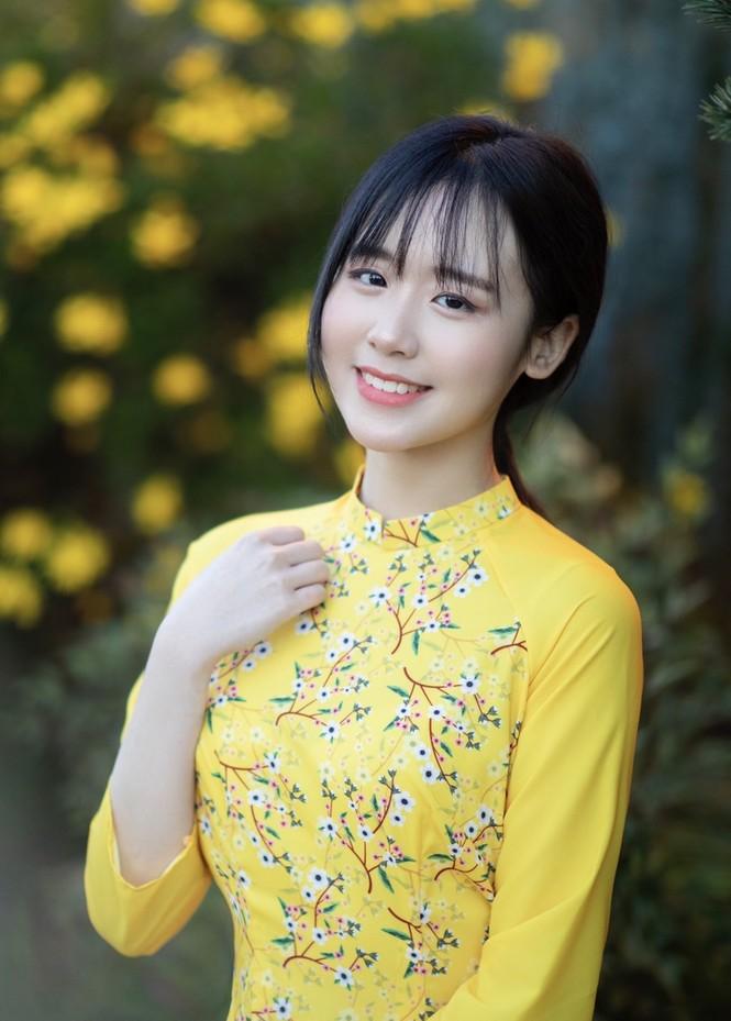 Rực rỡ sắc vàng với bộ ảnh áo dài Việt Nam đón Tết của du học sinh tại Mỹ - ảnh 1