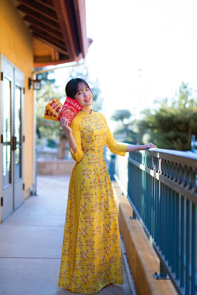 Rực rỡ sắc vàng với bộ ảnh áo dài Việt Nam đón Tết của du học sinh tại Mỹ - ảnh 7