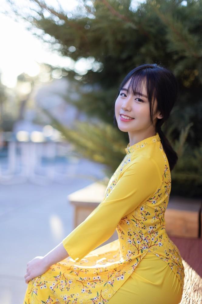 Rực rỡ sắc vàng với bộ ảnh áo dài Việt Nam đón Tết của du học sinh tại Mỹ - ảnh 3