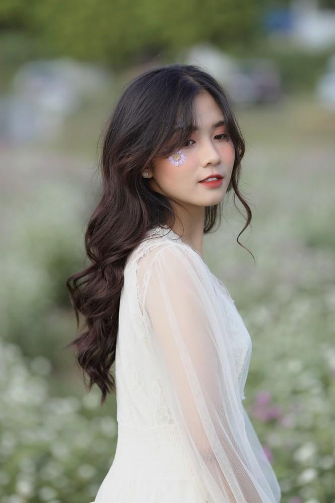 Nữ sinh điện ảnh gây ấn tượng bởi bộ ảnh Tết bên áo Tấc Việt phục - ảnh 22