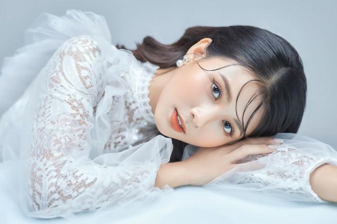Nữ sinh điện ảnh gây ấn tượng bởi bộ ảnh Tết bên áo Tấc Việt phục - ảnh 23