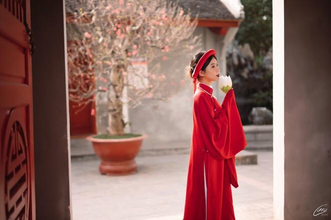 Nữ sinh điện ảnh gây ấn tượng bởi bộ ảnh Tết bên áo Tấc Việt phục - ảnh 2