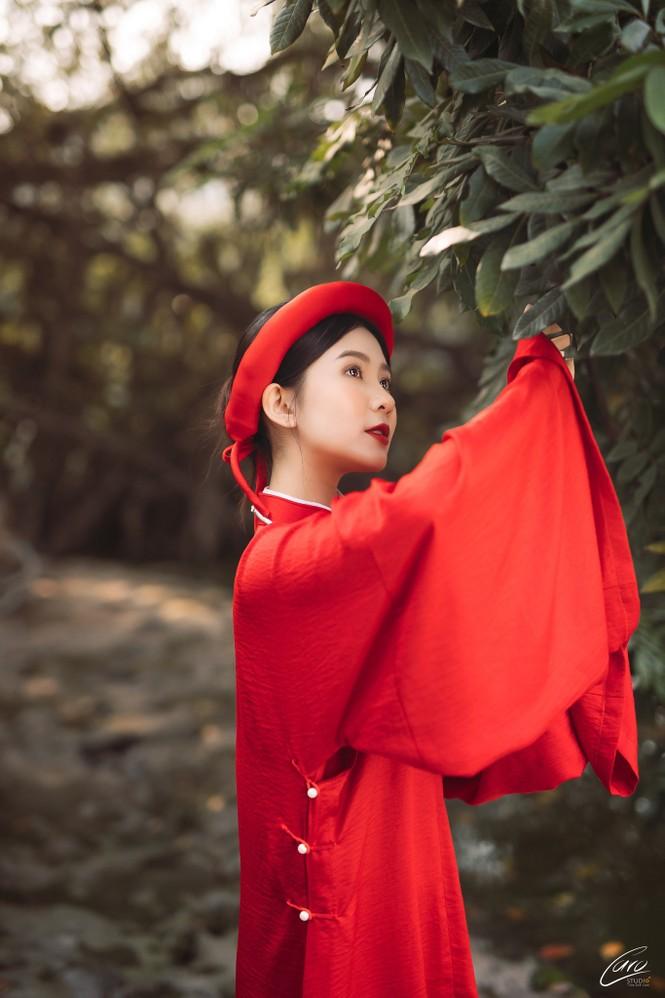 Nữ sinh điện ảnh gây ấn tượng bởi bộ ảnh Tết bên áo Tấc Việt phục - ảnh 5