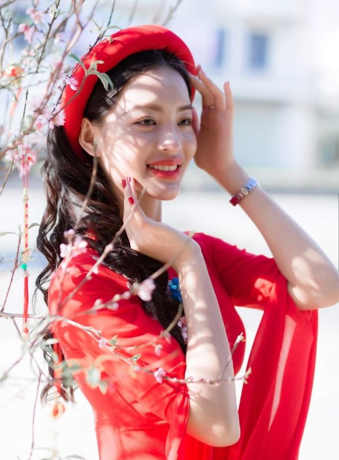 Nữ sinh điện ảnh xinh đẹp bên tà áo dài cách tân ngày Tết - ảnh 4