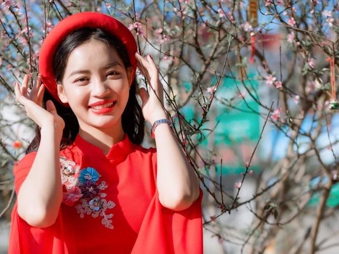 Nữ sinh điện ảnh xinh đẹp bên tà áo dài cách tân ngày Tết - ảnh 11