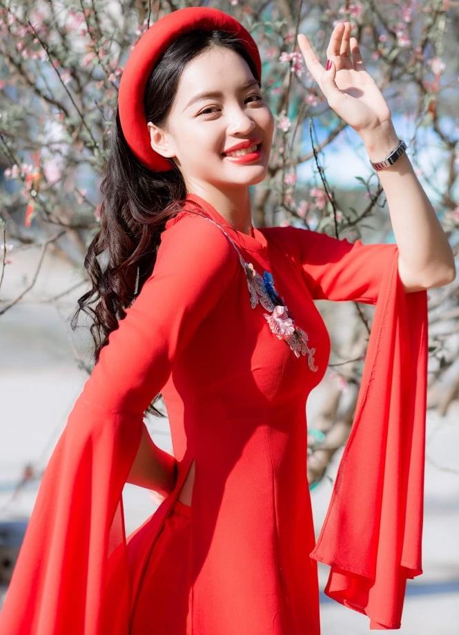 Nữ sinh điện ảnh xinh đẹp bên tà áo dài cách tân ngày Tết - ảnh 2