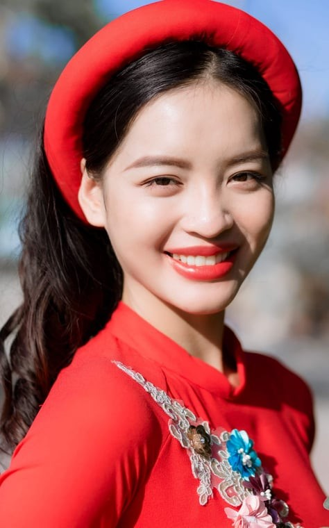 Nữ sinh điện ảnh xinh đẹp bên tà áo dài cách tân ngày Tết - ảnh 9