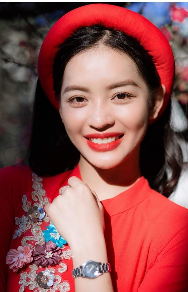 Nữ sinh điện ảnh xinh đẹp bên tà áo dài cách tân ngày Tết - ảnh 1