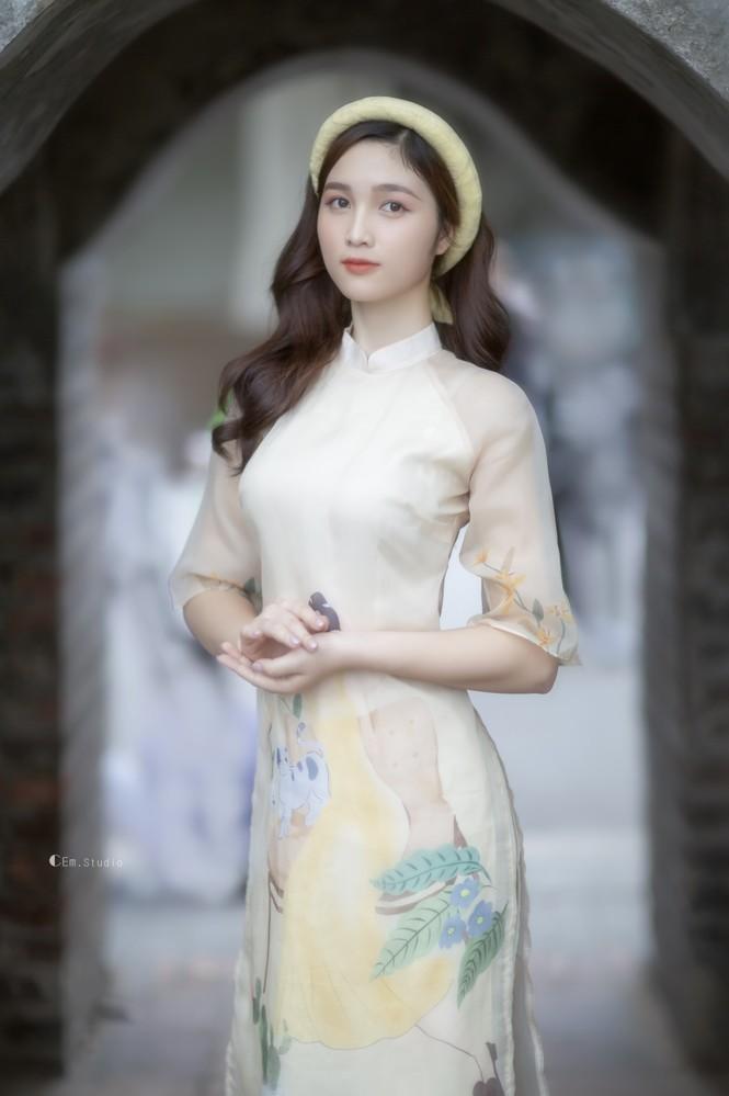 Hot girl xứ Nghệ là Hoa khôi Đại học Quốc gia khoe nhan sắc ngọt ngào trong tà áo dài truyền thống - ảnh 1