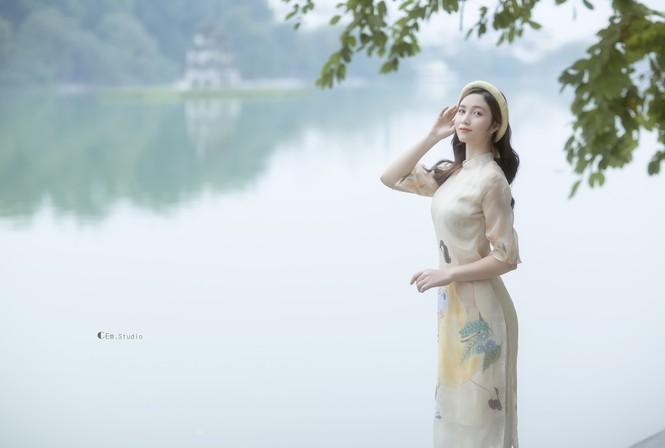 Hot girl xứ Nghệ là Hoa khôi Đại học Quốc gia khoe nhan sắc ngọt ngào trong tà áo dài truyền thống - ảnh 9