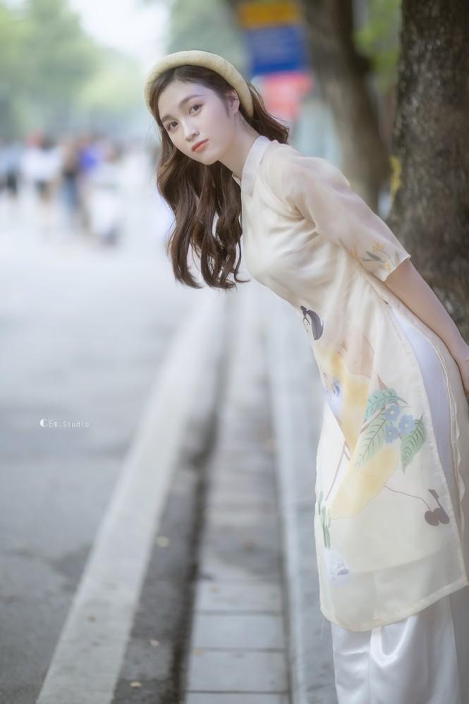 Hot girl xứ Nghệ là Hoa khôi Đại học Quốc gia khoe nhan sắc ngọt ngào trong tà áo dài truyền thống - ảnh 5