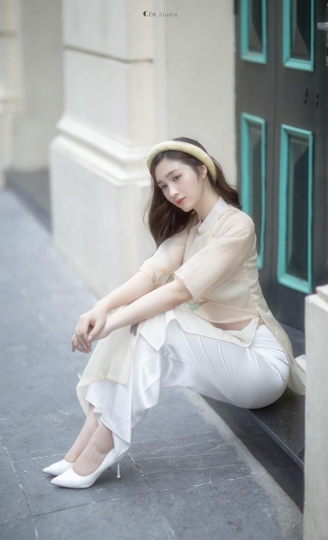 Hot girl xứ Nghệ là Hoa khôi Đại học Quốc gia khoe nhan sắc ngọt ngào trong tà áo dài truyền thống - ảnh 10
