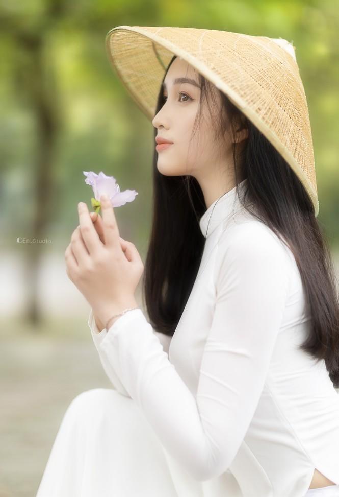 Hot girl xứ Nghệ là Hoa khôi Đại học Quốc gia khoe nhan sắc ngọt ngào trong tà áo dài truyền thống - ảnh 11