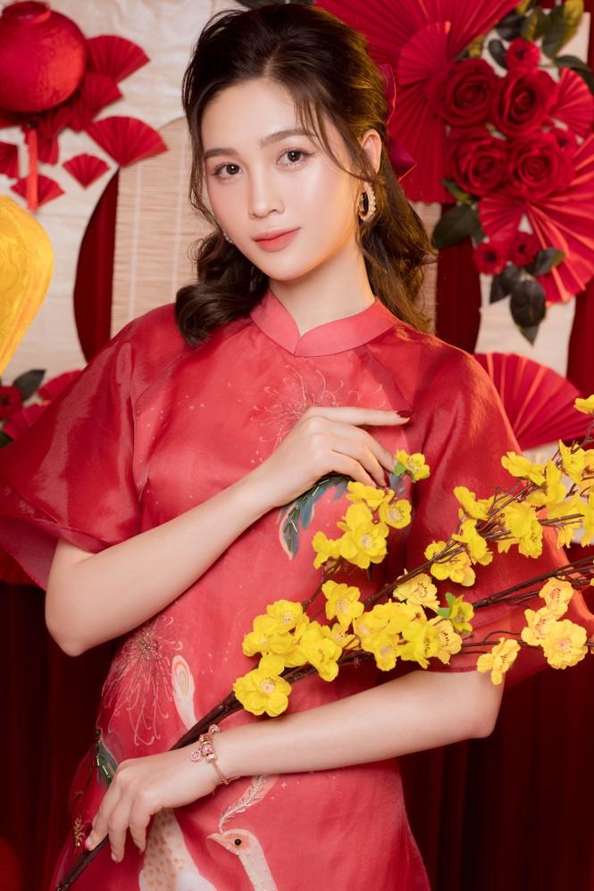 Hot girl xứ Nghệ là Hoa khôi Đại học Quốc gia khoe nhan sắc ngọt ngào trong tà áo dài truyền thống - ảnh 2