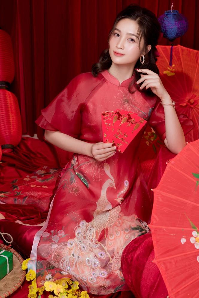 Hot girl xứ Nghệ là Hoa khôi Đại học Quốc gia khoe nhan sắc ngọt ngào trong tà áo dài truyền thống - ảnh 3