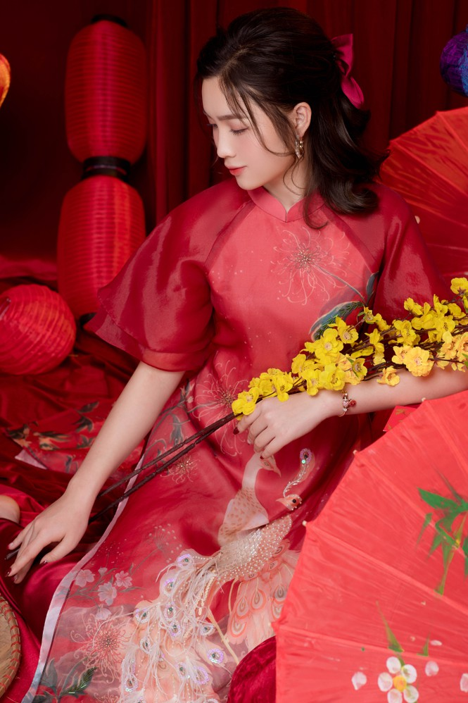 Hot girl xứ Nghệ là Hoa khôi Đại học Quốc gia khoe nhan sắc ngọt ngào trong tà áo dài truyền thống - ảnh 13