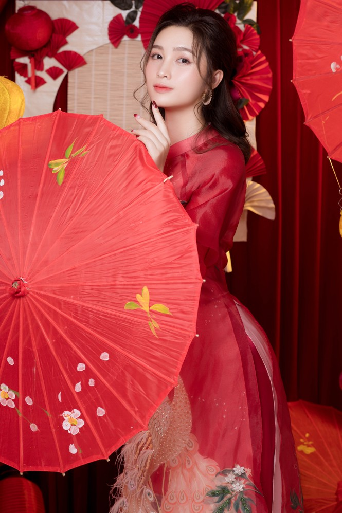 Hot girl xứ Nghệ là Hoa khôi Đại học Quốc gia khoe nhan sắc ngọt ngào trong tà áo dài truyền thống - ảnh 4