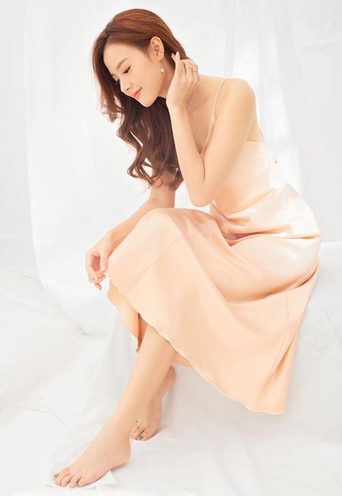 Váy lụa được nhiều sao Việt ưa chuộng - ảnh 7