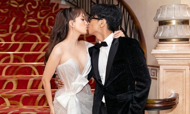 Khánh Thi – Phan Hiển khóa môi tình từ ngay tại lễ trao giải Quả Bóng Vàng - ảnh 2