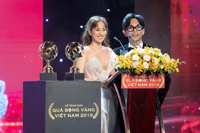 Khánh Thi – Phan Hiển khóa môi tình từ ngay tại lễ trao giải Quả Bóng Vàng - ảnh 1