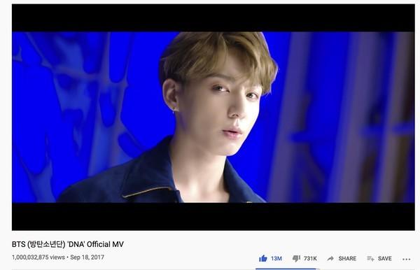 """MV """"DNA"""" cán mốc tỉ view, """"nhóm nhạc toàn cầu"""" BTS tiếp tục chuỗi kỷ lục """"thần thánh"""" - ảnh 1"""