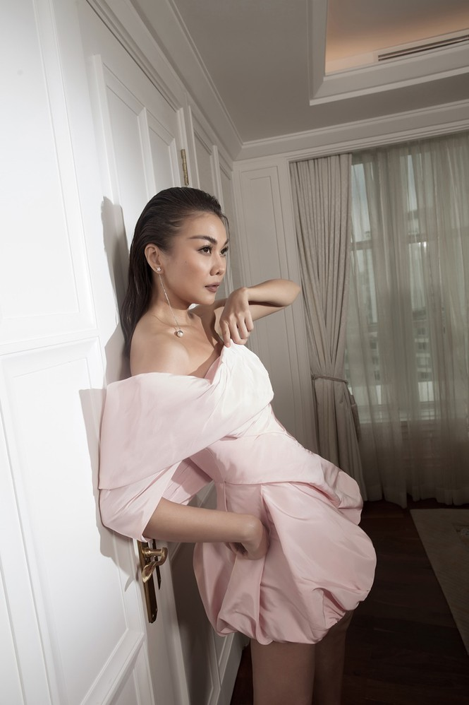 Hà Hồ mang bụng bầu chụp ảnh thời trang cho tạp chí danh giá Vogue (Pháp) - ảnh 6