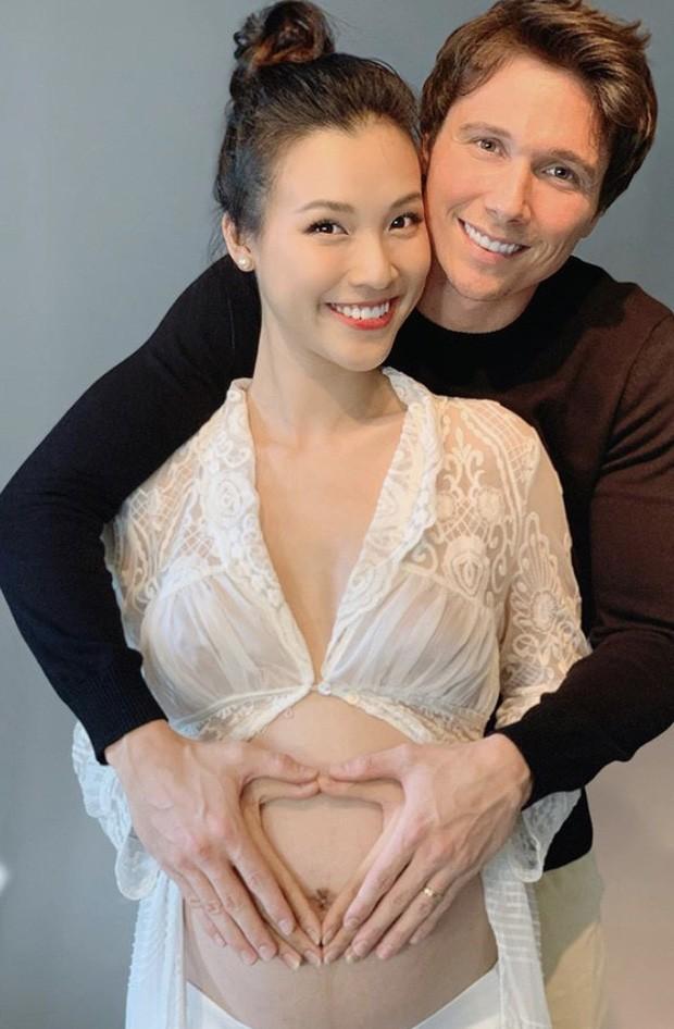 Hoàng Oanh có thể phải sinh con một mình khi ông xã vẫn mắc kẹt tại Singapore - ảnh 1