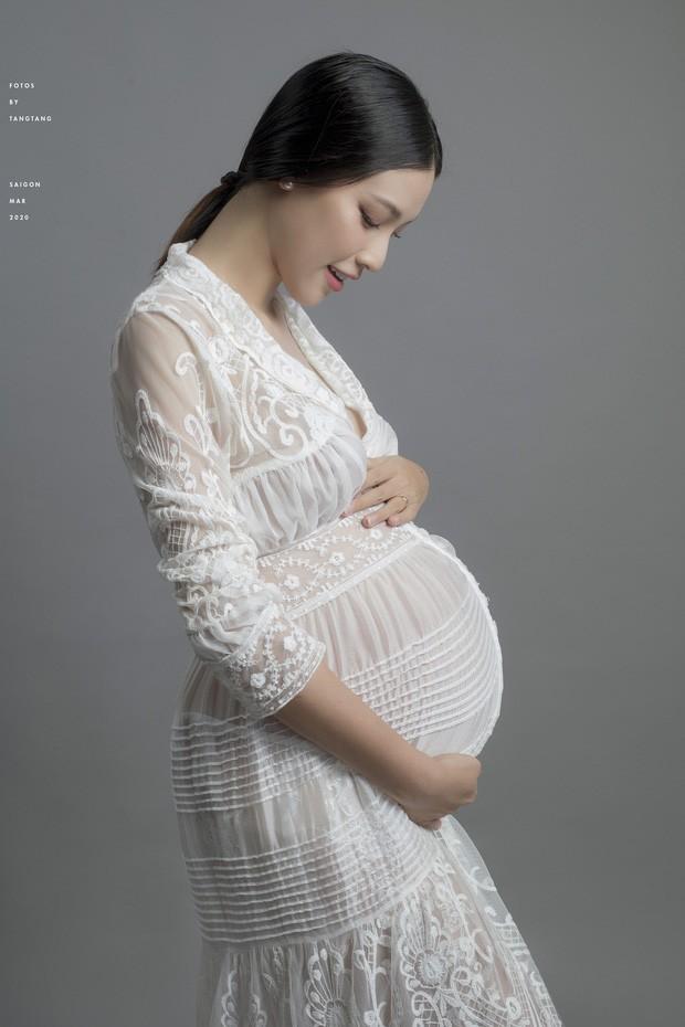 Hoàng Oanh có thể phải sinh con một mình khi ông xã vẫn mắc kẹt tại Singapore - ảnh 3