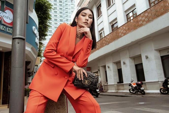 """Đỗ Mỹ Linh, Tiểu Vy, Châu Bùi, Tú Hảo đua nhau khoe dáng với """"It Bag""""  - ảnh 6"""