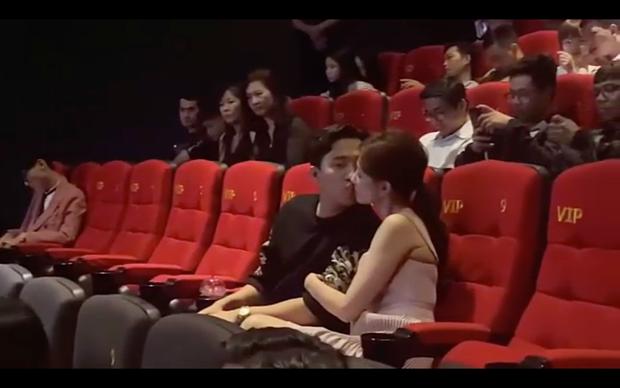 """Trấn Thành - Hari Won """"hứng gạch đá"""" khi thể hiện tình cảm giữa chỗ đông người - ảnh 3"""