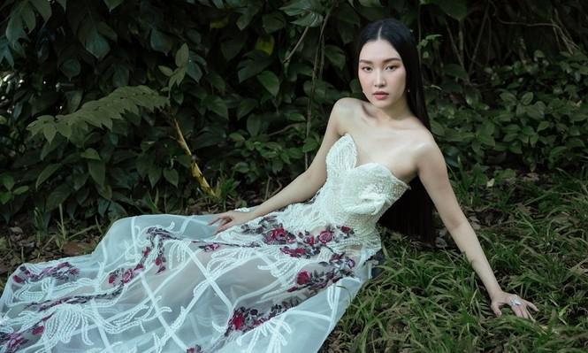 """Giữa một rừng mỹ nhân nóng bỏng, """"nàng thơ xứ Huế"""" Ngọc Trân như cơn gió mát lành - ảnh 4"""