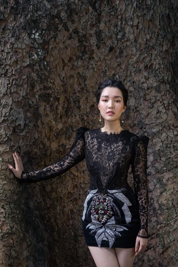 """Giữa một rừng mỹ nhân nóng bỏng, """"nàng thơ xứ Huế"""" Ngọc Trân như cơn gió mát lành - ảnh 8"""