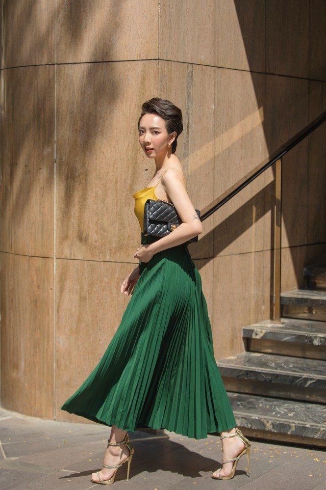 Thu Trang sang chảnh xuống phố, tóc ngắn cá tính mà vẫn đẹp rạng ngời - ảnh 6