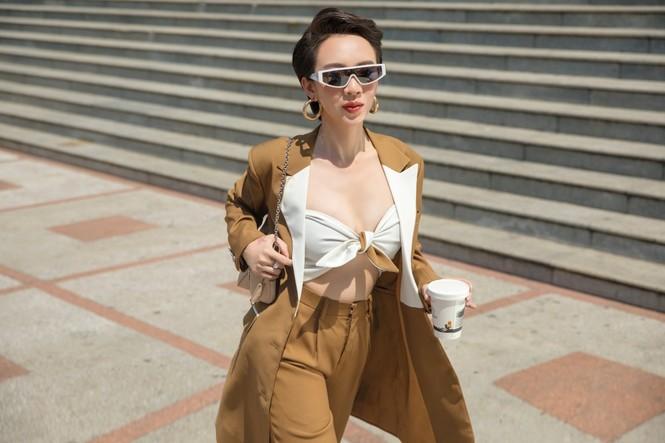Thu Trang sang chảnh xuống phố, tóc ngắn cá tính mà vẫn đẹp rạng ngời - ảnh 2