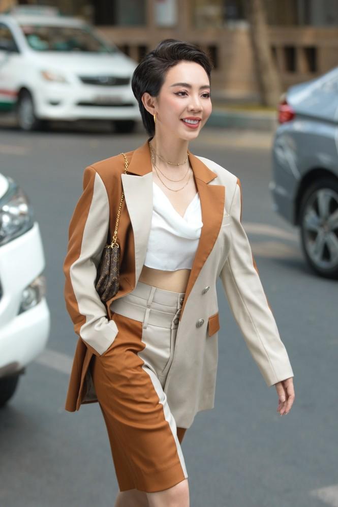 Thu Trang sang chảnh xuống phố, tóc ngắn cá tính mà vẫn đẹp rạng ngời - ảnh 8