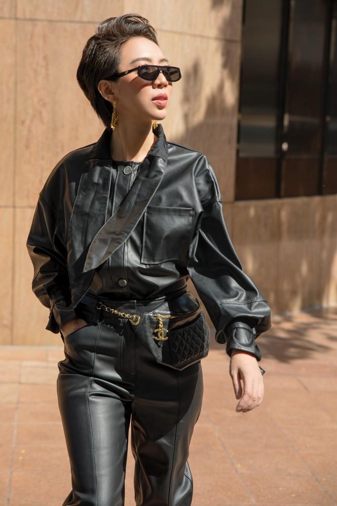 Thu Trang sang chảnh xuống phố, tóc ngắn cá tính mà vẫn đẹp rạng ngời - ảnh 5